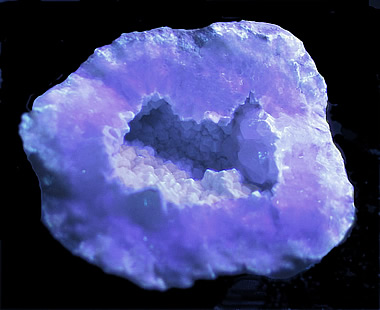 Geode with Calcite and Chalcedony over Quartz, Keokuk, Lee Co., Iowa in SWUV